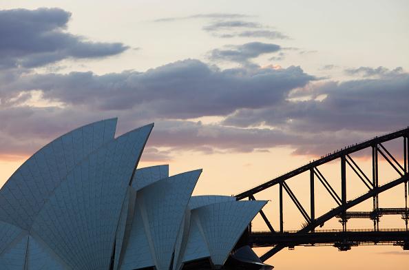 レクレーション活動「Sydney Opera House and Harbour bridge with tourists climbing up the harbour bridge, Austraslia.」:写真・画像(10)[壁紙.com]