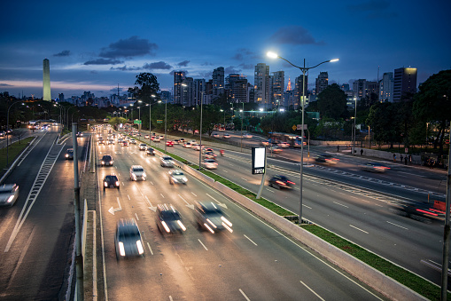 Rush Hour「Cars on highway at night Sao Paulo Brazil」:スマホ壁紙(18)