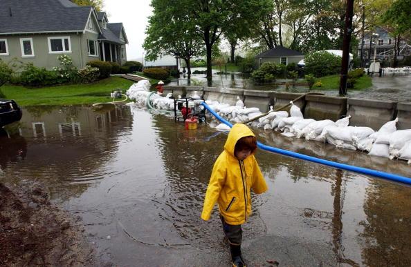 Massachusetts「Heavy Rains Spawn Serious Flooding In New England」:写真・画像(11)[壁紙.com]