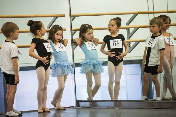 Andrew Burton「Six-Year-Olds Audition For School Of American Ballet」:写真・画像(6)[壁紙.com]