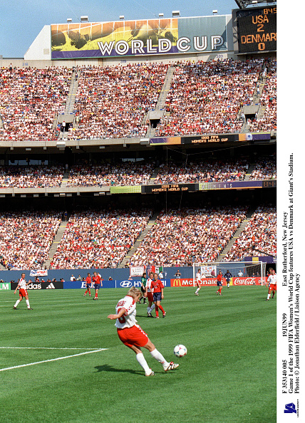 Women's Soccer「East Rutherford New Jersey Game 1 Of The 1999 Fifa Women's World Cup Features」:写真・画像(1)[壁紙.com]