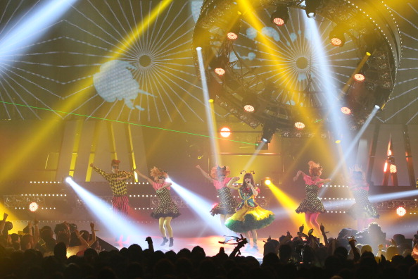 きゃりーぱみゅぱみゅ「MTV VMAJ 2013」:写真・画像(7)[壁紙.com]