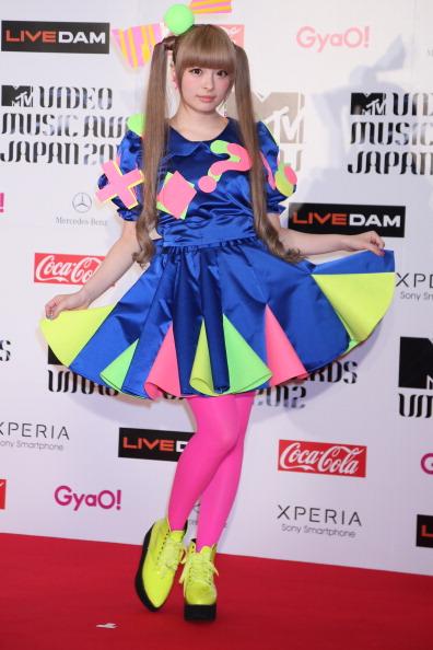 きゃりーぱみゅぱみゅ「MTV Video Music Japan 2012 - Red Carpet」:写真・画像(3)[壁紙.com]