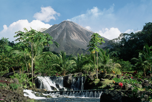 1990-1999「Tabacon Hot Springs and Volcan Arenal」:スマホ壁紙(3)