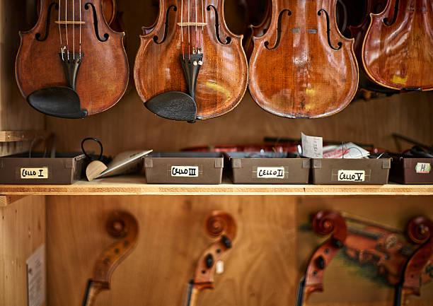 Violins and cellos in a violin maker's workshop:スマホ壁紙(壁紙.com)