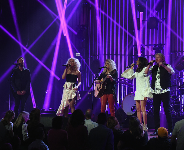 Kelly public「Little Big Town At The Mother Church - May 19, 2017」:写真・画像(16)[壁紙.com]