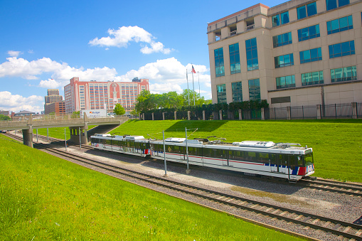 St「Metrolink outdoor train moving along tracks, St. Louis」:スマホ壁紙(14)