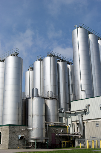 Metallic「Metal storage tanks at a brewery」:スマホ壁紙(12)