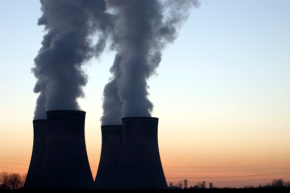 Violinist「Sunset behind cooling towers at Fiddlers Ferry Power Station, Cheshire, UK」:写真・画像(19)[壁紙.com]