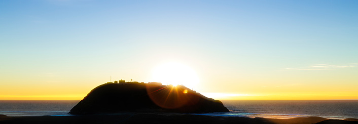 Big Sur「Sunset behind a small Island」:スマホ壁紙(4)