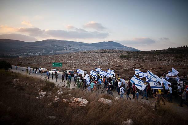 Israeli Settlers Stage Show Of Defiance:ニュース(壁紙.com)