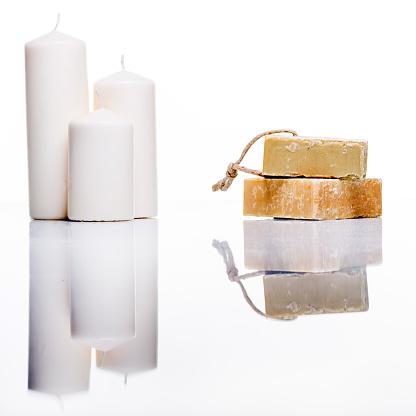 ローソク「オーガニックのソープとキャンドルスタジオショットで白で反射」:スマホ壁紙(14)