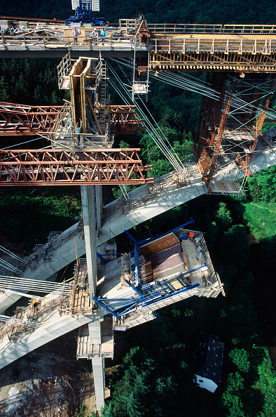 Variation「Cable stays provide support for an arch during casting of its concrete on a project in Germany for a motorway bridge A similar pic is already on site - this is a different angle (A012-00072 and A012-00082)」:写真・画像(2)[壁紙.com]