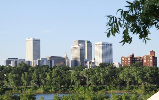 アーカンソー川「タルサのダウンタウン、オクラホマ州にアーカンソー川の眺め」:スマホ壁紙(19)