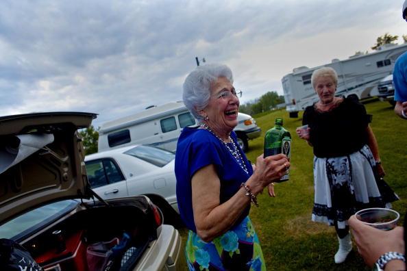 友情「Polka Rythmns Ring Out At Wisconsin State Polka Festival」:写真・画像(19)[壁紙.com]