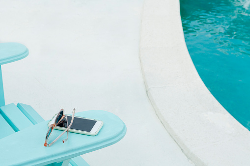Mobile Phone「Sunglasses and smart phone on deck chair」:スマホ壁紙(4)