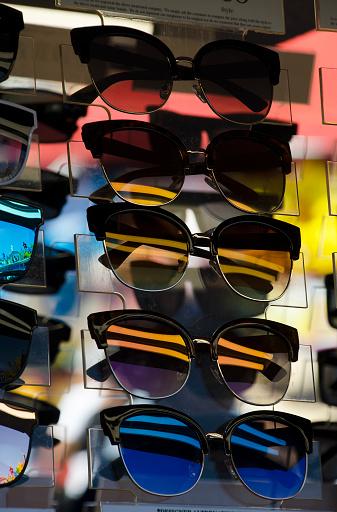 Optometrist「Sunglasses on Rack」:スマホ壁紙(7)