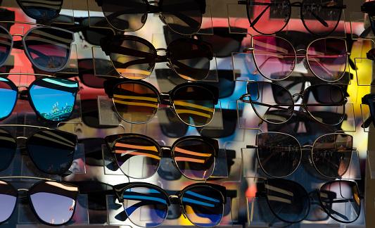 Optometrist「Sunglasses on Rack」:スマホ壁紙(9)