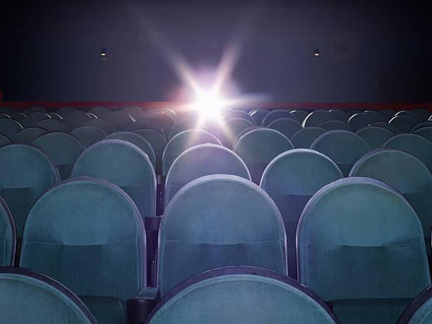 An empty movie theater:スマホ壁紙(壁紙.com)