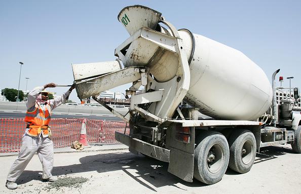 Reflective Clothing「Mixer uploading concrete into MRT post at the corner of Ettihad and Al Wahida Street in Abuhail, Dubai, United Arab Emirates, May 2007.」:写真・画像(19)[壁紙.com]