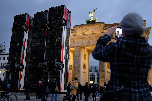 """Installation Art「""""Monument"""" Installation Erected In Berlin」:写真・画像(5)[壁紙.com]"""