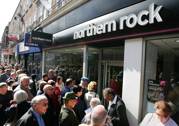 Waiting In Line「Northern Rock Seeks Emergency Help From Government」:写真・画像(1)[壁紙.com]