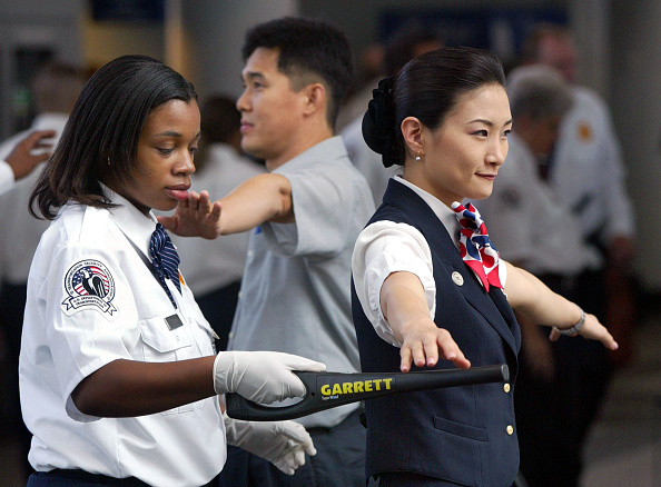 Assistance「Federal TSA Security Personnel at O'Hare Airport 」:写真・画像(19)[壁紙.com]