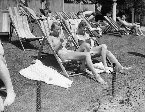 Fred Morley「Knitting In The Sun」:写真・画像(14)[壁紙.com]