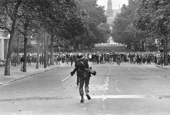 Reg Lancaster「Teargas」:写真・画像(4)[壁紙.com]