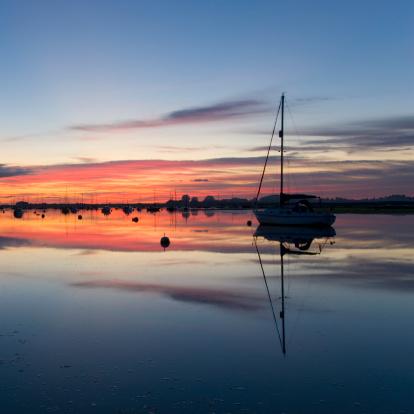 West Sussex「Chichester Harbour at dusk, Bosham, England」:スマホ壁紙(17)