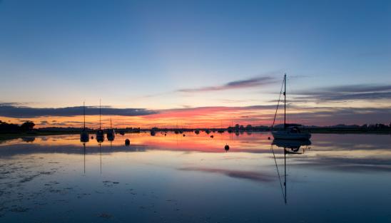 West Sussex「Chichester Harbour at dusk, Bosham, England」:スマホ壁紙(19)