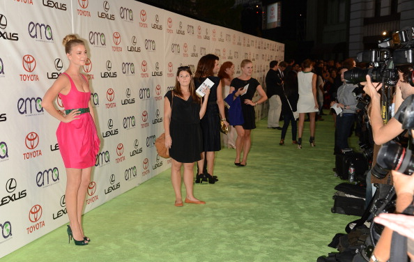 Emily VanCamp「2012 Environmental Media Awards  - Arrivals」:写真・画像(19)[壁紙.com]