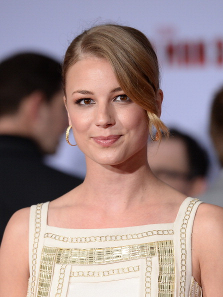 "Emily VanCamp「Premiere Of Walt Disney Pictures' ""Iron Man 3"" - Arrivals」:写真・画像(13)[壁紙.com]"