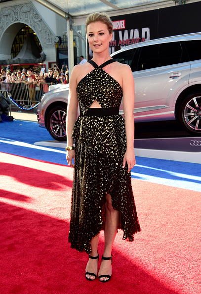 "Emily VanCamp「Premiere Of Marvel's ""Captain America: Civil War"" - Arrivals」:写真・画像(10)[壁紙.com]"