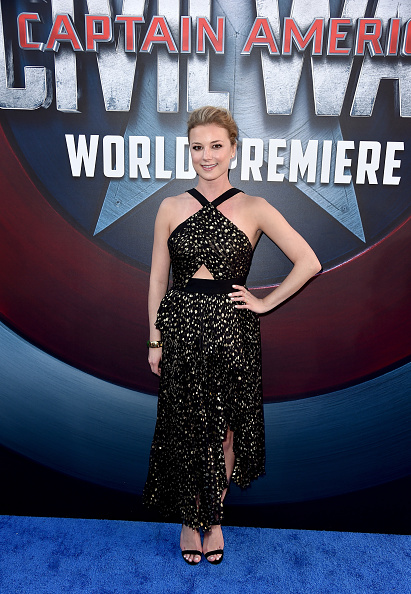 "Emily VanCamp「Premiere Of Marvel's ""Captain America: Civil War"" - Red Carpet」:写真・画像(11)[壁紙.com]"