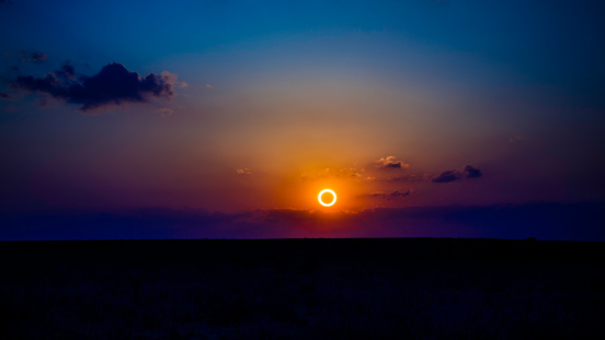 Moon「Annular Eclipse over New Mexico, May 20, 2012」:スマホ壁紙(1)
