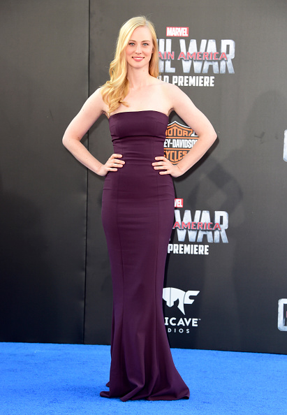 "Hand On Hip「Premiere Of Marvel's ""Captain America: Civil War"" - Arrivals」:写真・画像(12)[壁紙.com]"
