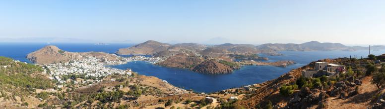 パトモス島「View of Skala from Chora」:スマホ壁紙(4)