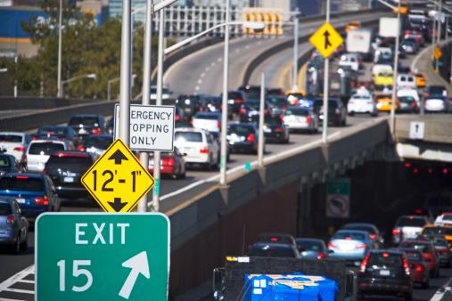 Leaving「Freeway traffic in Queens, New York」:スマホ壁紙(13)