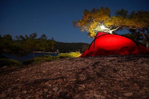 Tent「Camp Life at Night」:スマホ壁紙(4)