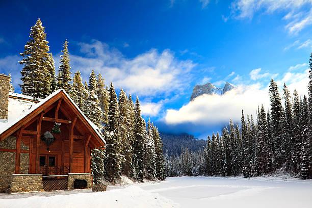Mountain Lodge and Skating Rink:スマホ壁紙(壁紙.com)