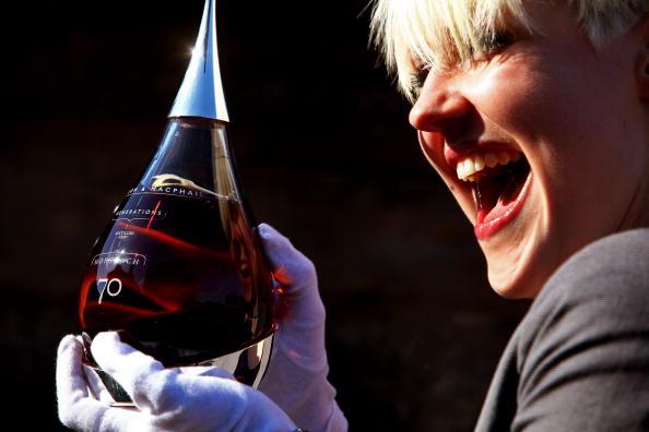 Bottle「Rare Whisky Is Launched In Edinburgh」:写真・画像(15)[壁紙.com]