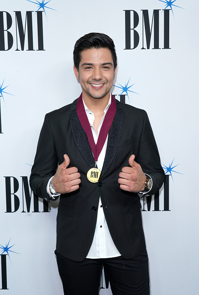 Alternative Pose「25th Annual BMI Latin Awards - Red Carpet」:写真・画像(17)[壁紙.com]