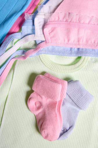 縁なし帽子「ベビーの服」:スマホ壁紙(1)