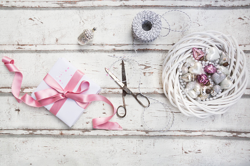 Gift「Christmas decoration, scissors and Christmas present on wood」:スマホ壁紙(19)