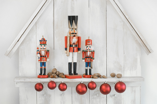 Male Likeness「Christmas decoration with three nutcrackers, Christmas baubles and nuts」:スマホ壁紙(15)