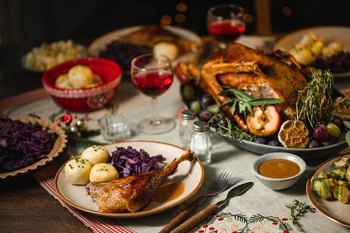 Stuffed「Christmas dinner  served on a dining table」:スマホ壁紙(13)