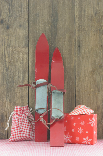 スキー「Christmas decoration, gift and ski」:スマホ壁紙(0)