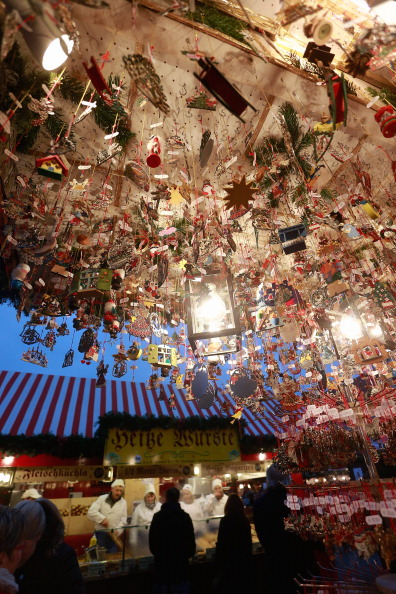 Christmas Decoration「Nuremberg Christmas Market Opens」:写真・画像(6)[壁紙.com]