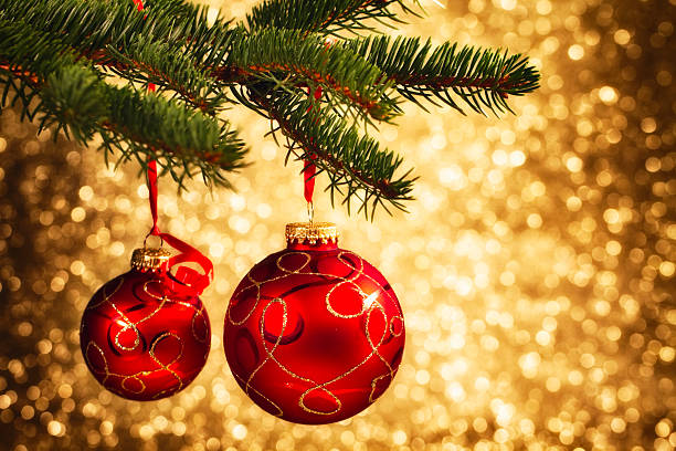 Christmas Decoration Hanging on Tree:スマホ壁紙(壁紙.com)